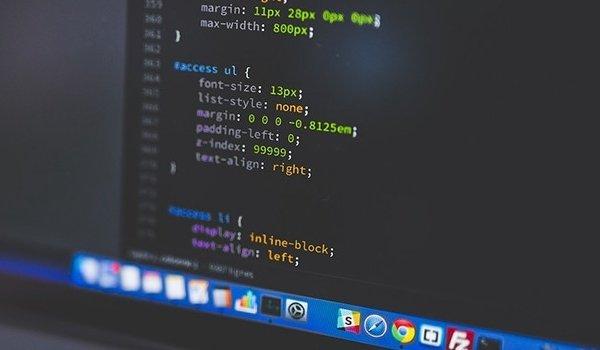 Source code website là quan trọng và cũng là thành phần mắc nhất