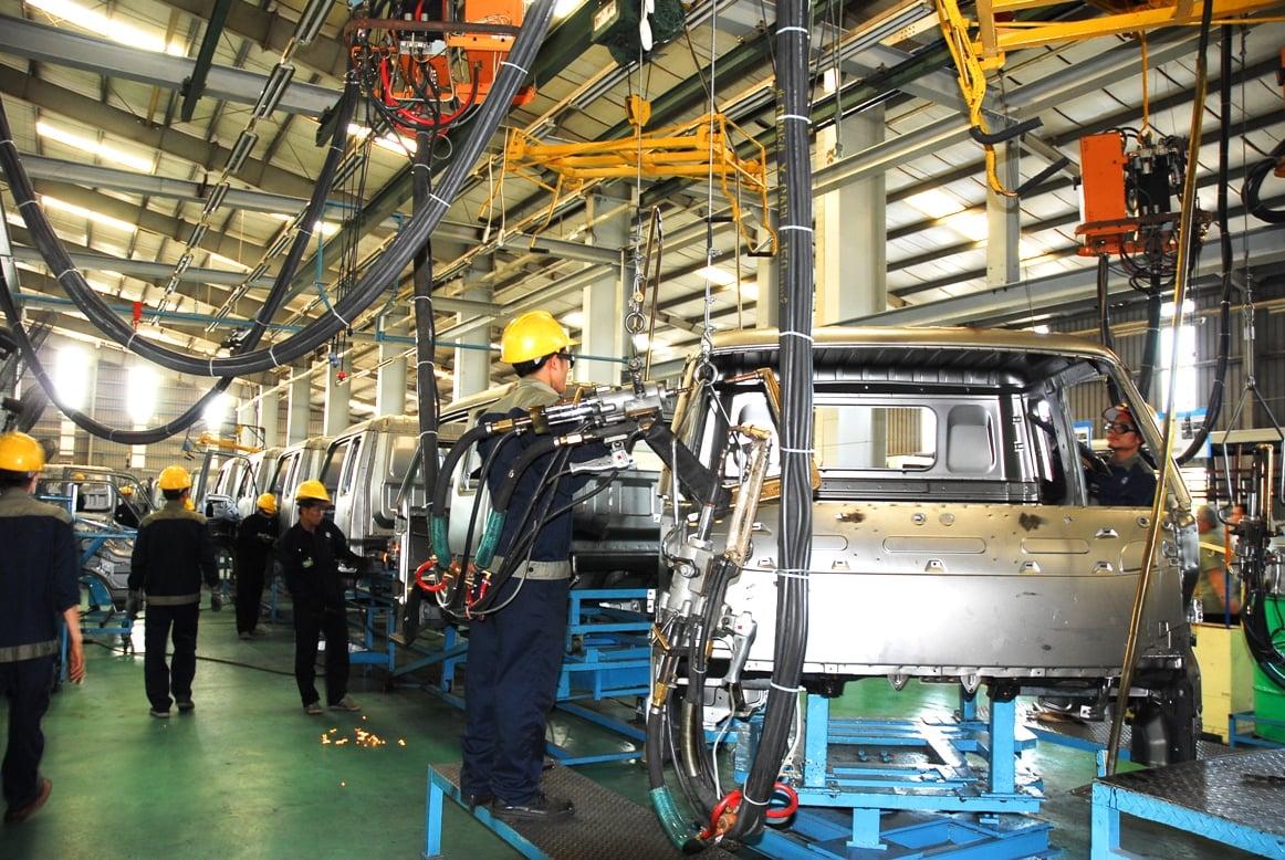Sản xuất hàng loạt là biểu tượng của cách mạng công nghiệp 2.0. Nhờ nó mà nhiều tiến bộ khoa học kỹ thuật đã phát triển và là nền tảng của sự tăng trưởng nền kinh tế của các nước phát triển.